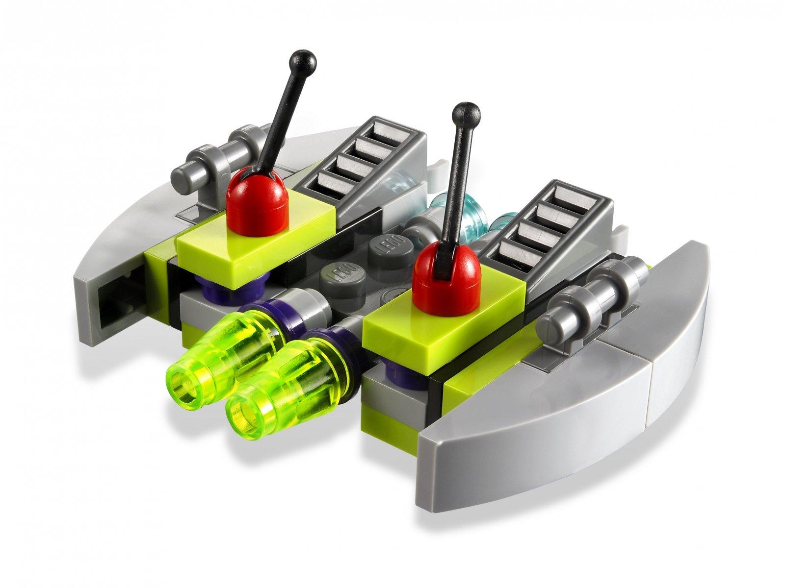 LEGO Alien Conquest Alien Striker 7049