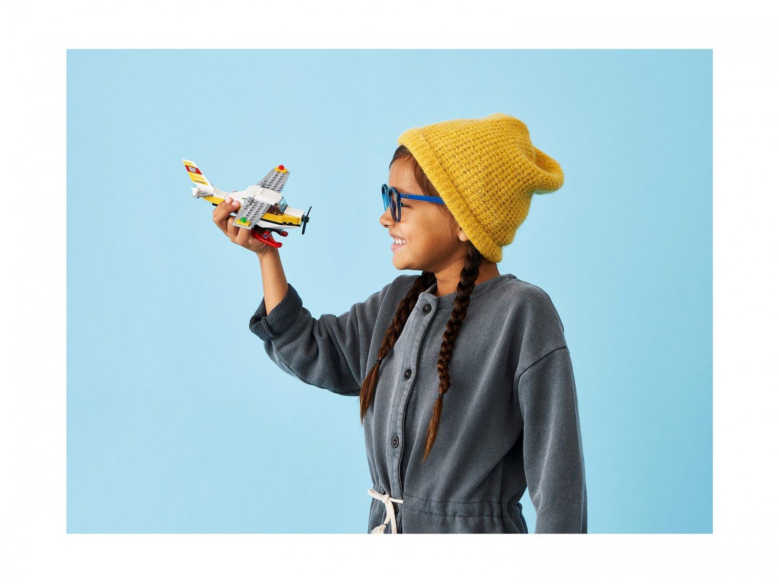 LEGO City 60250 Samolot pocztowy