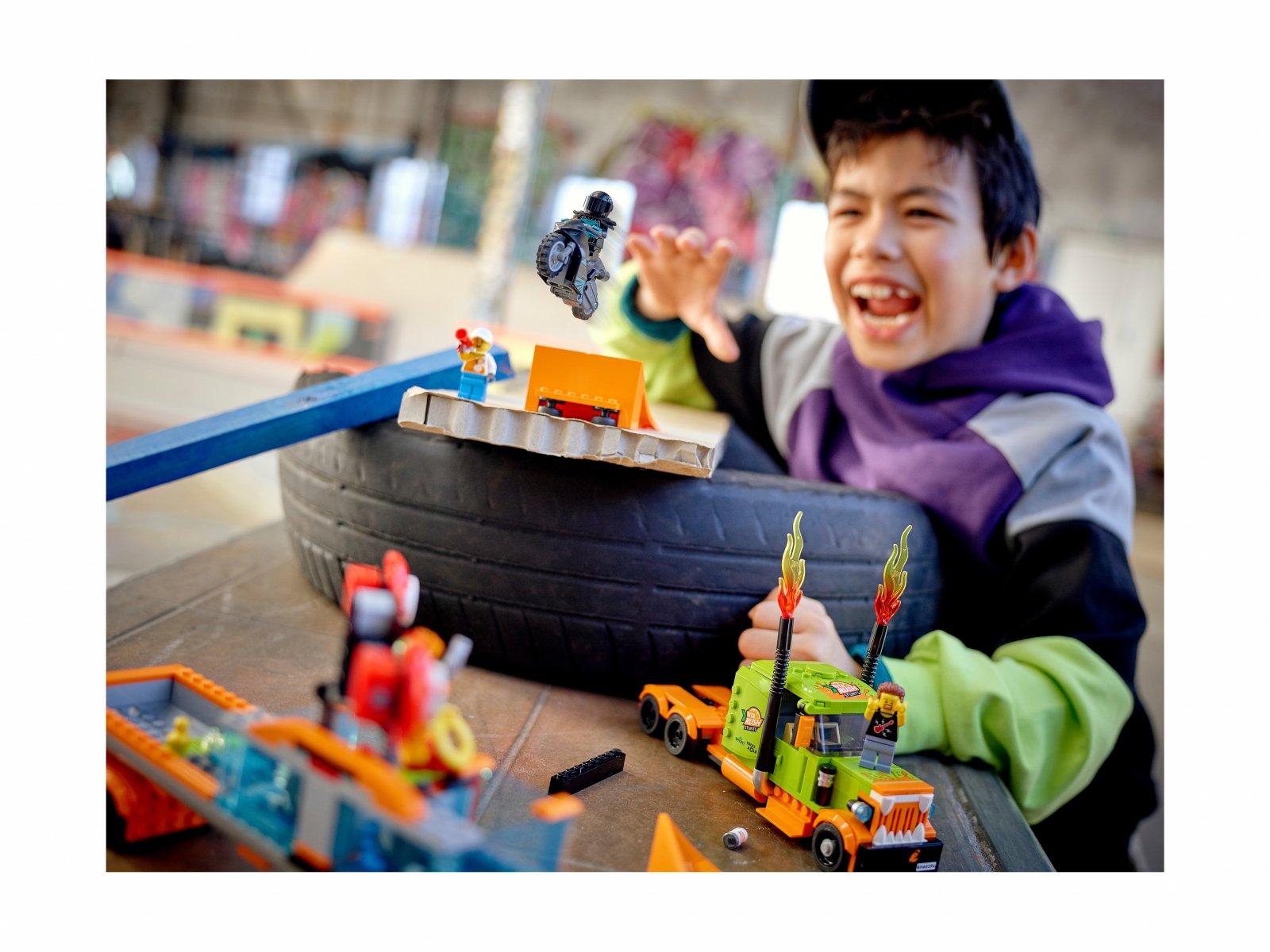 LEGO City Ciężarówka kaskaderska 60294