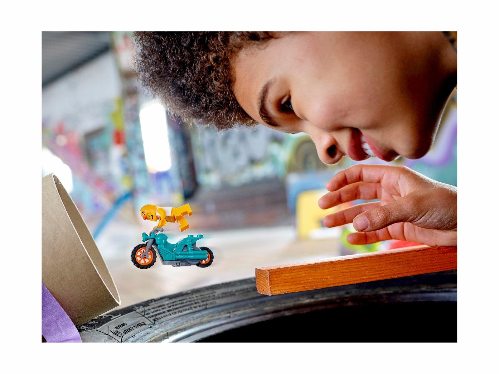 LEGO 60310 City Motocykl kaskaderski z kurczakiem
