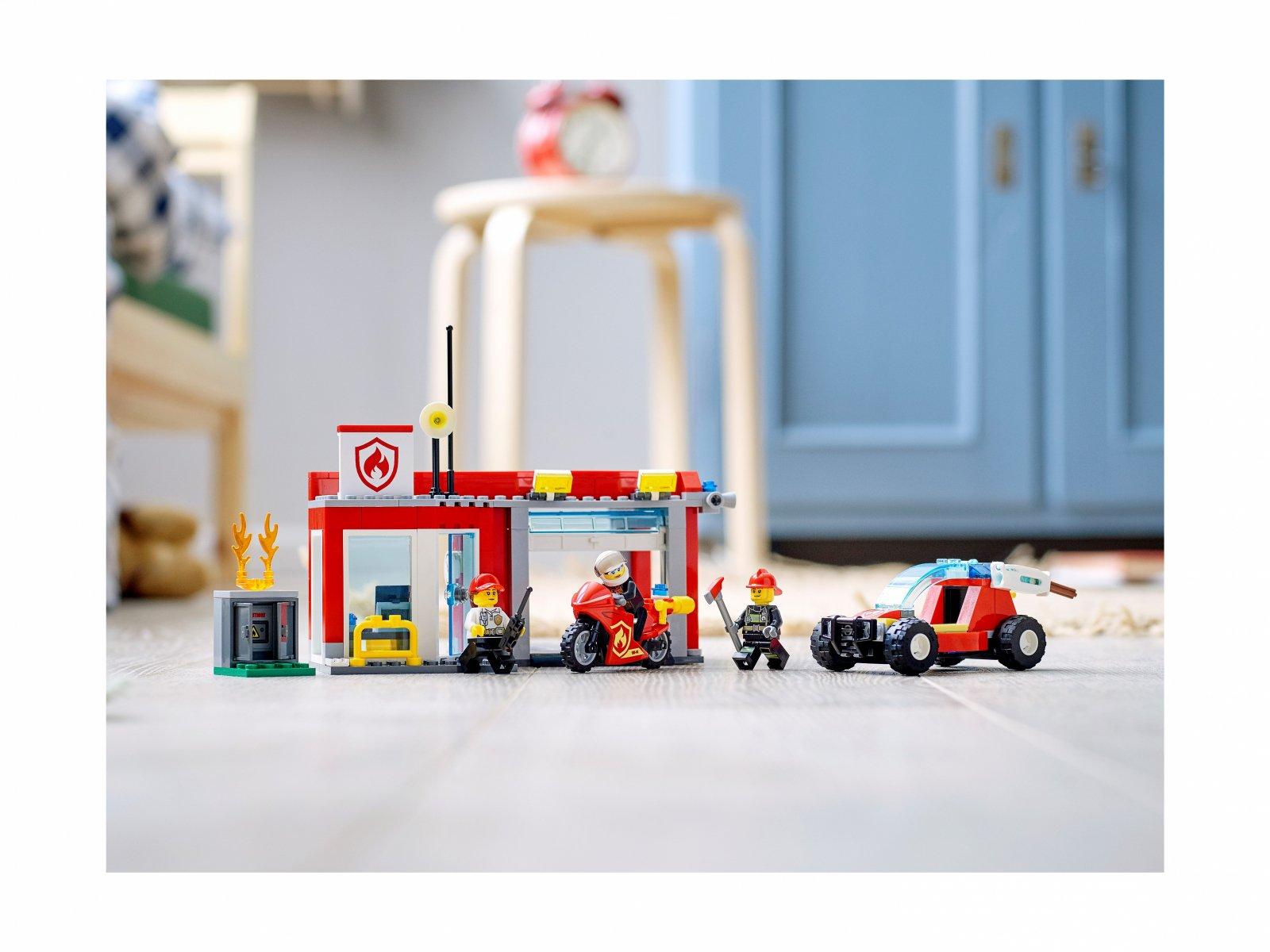 LEGO City 77943 Remiza strażacka — zestaw startowy