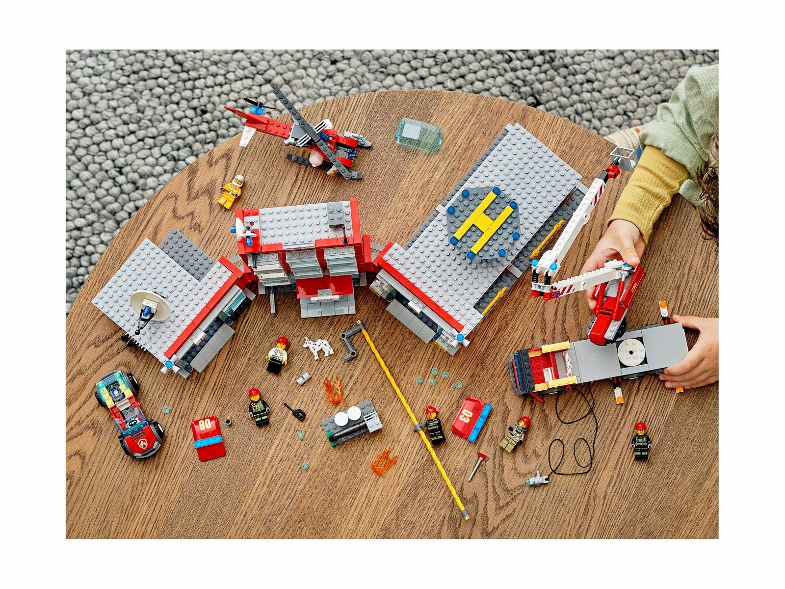 LEGO 77944 City Remiza strażacka — kwatera główna