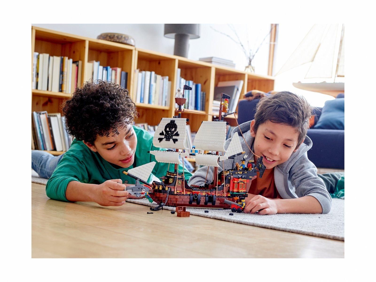LEGO Creator 3 w 1 Statek piracki 31109