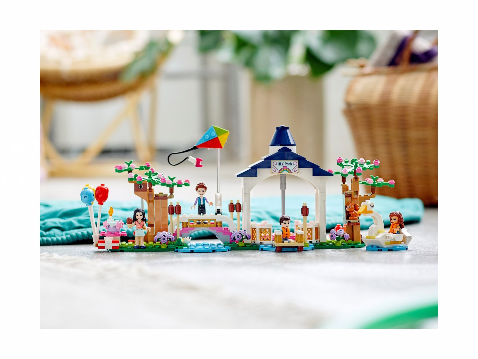 LEGO Friends 41447 Park w Heartlake City