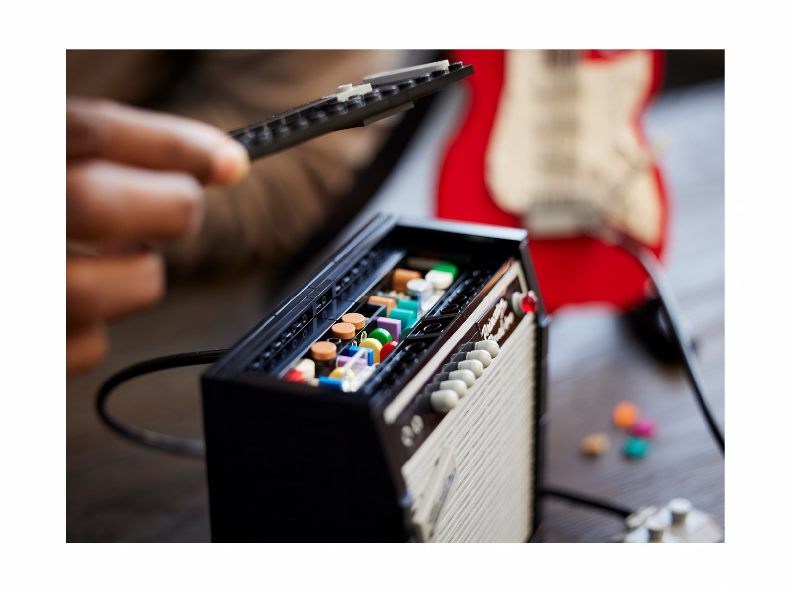 LEGO Ideas 21329 Fender® Stratocaster™