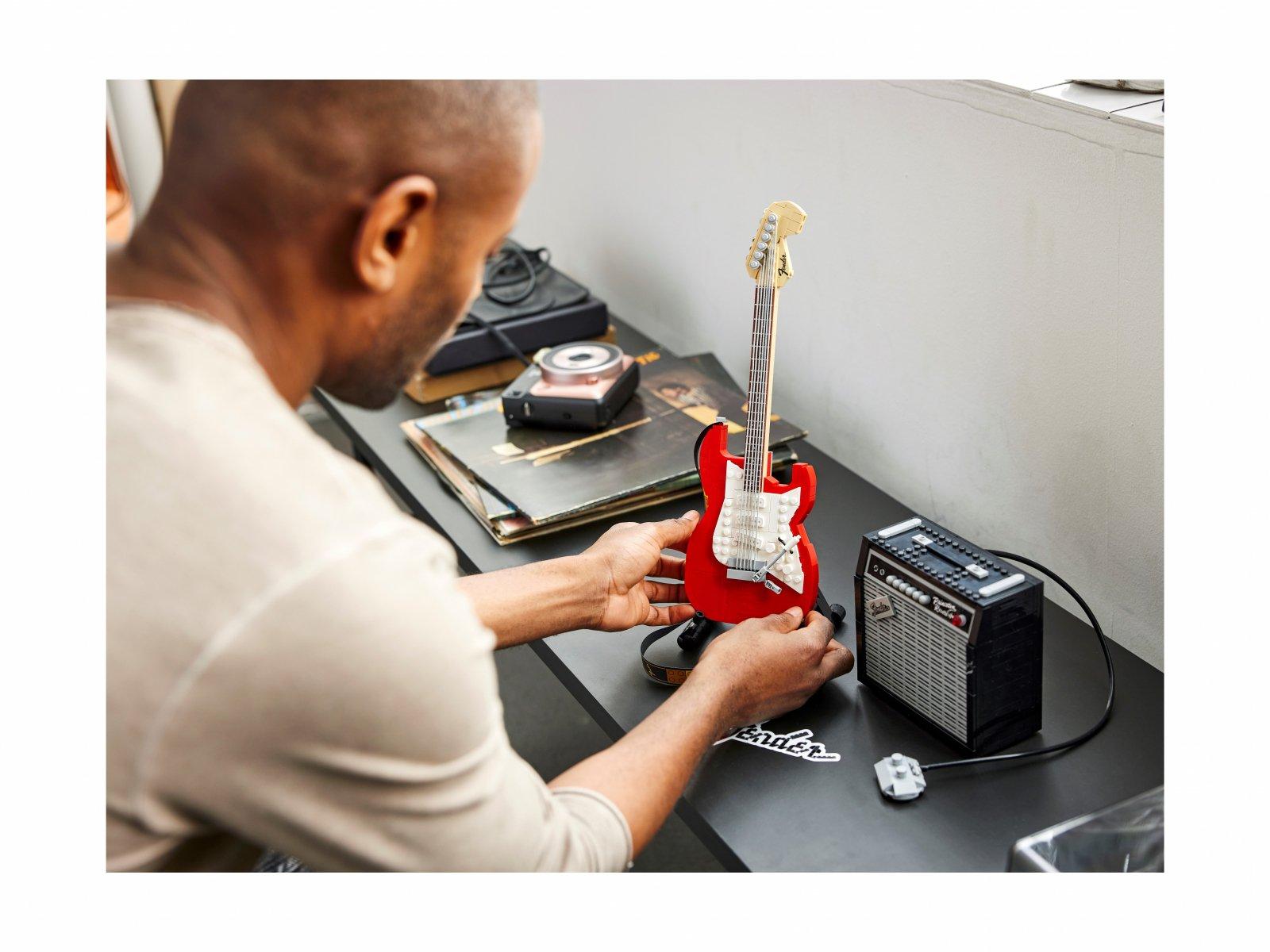 LEGO 21329 Fender® Stratocaster™