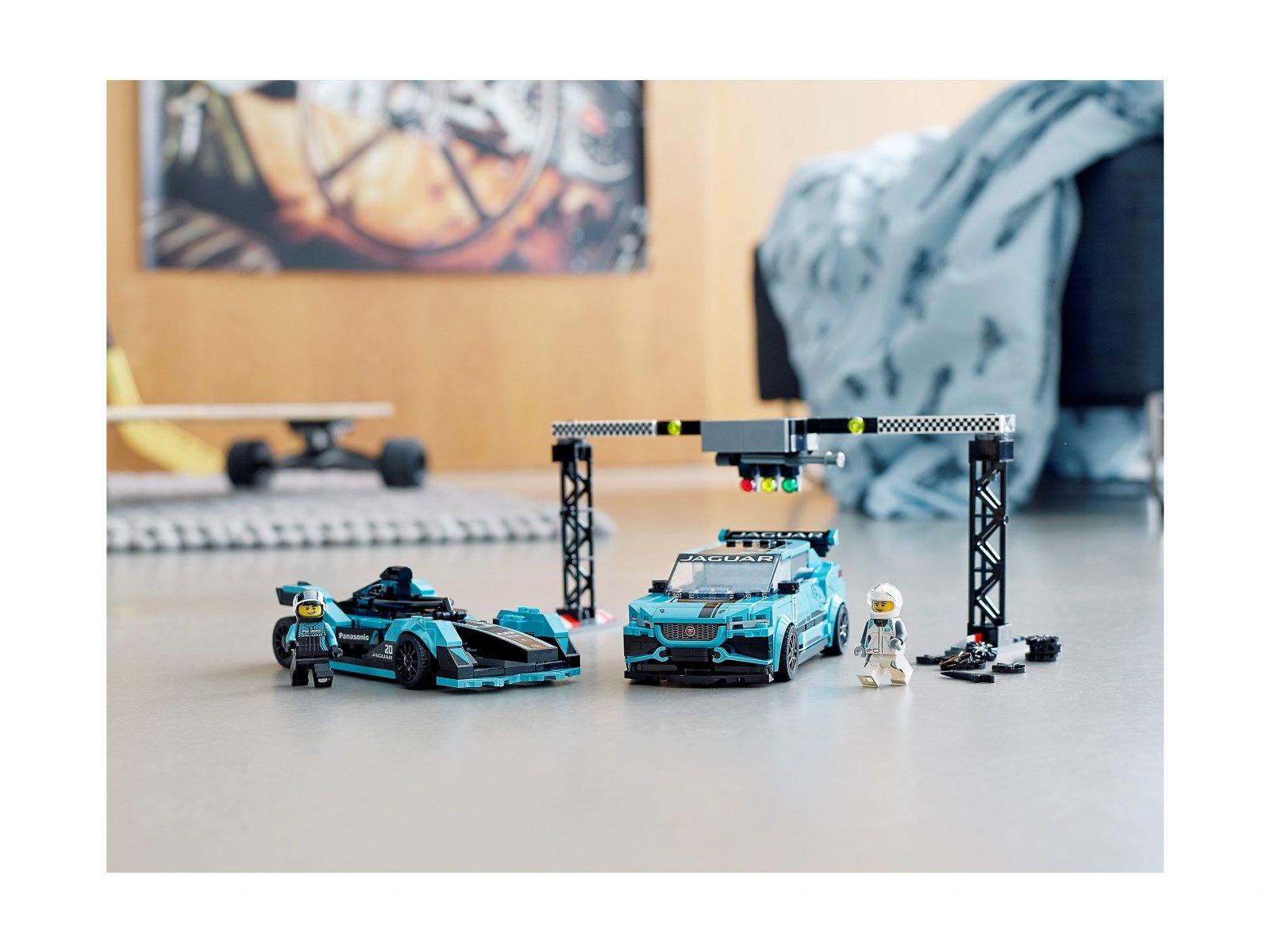 LEGO 76898 Formula E Panasonic Jaguar Racing GEN2 car i Jaguar I-PACE eTROP